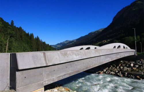 Tiefbau: Brücke in Serneus gebaut durch Invias.