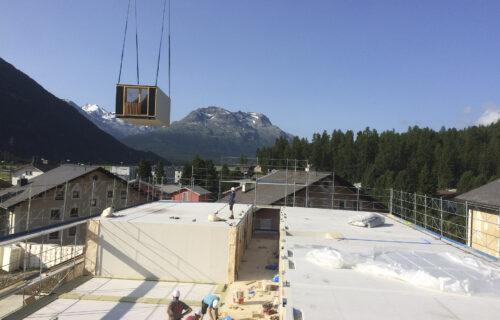Baustelle von Invias: Ein Gebäude wird im Modulbau zusammengebaut.