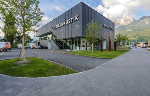 Gebäude von Lehner Akustik AG: Neubau des Gewerbehauses durch Invias.